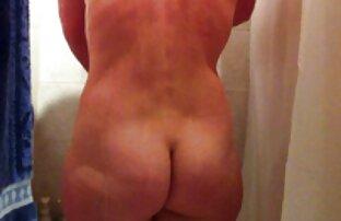 Skrivena kamera špijunira golu suprugu koja se tušira