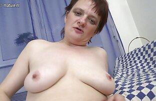 Amaterska zrela mama i dalje voli masturbirati.