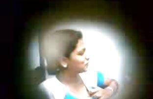 Tinejdžerska sisa usisana u čistom kafiću uhvaćena na skrivenoj kameri