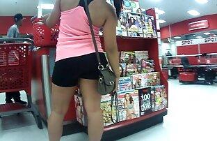 Azijska tinejdžerka u spandex hlačicama