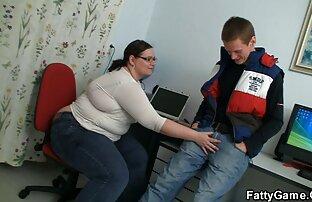 Student lupa sa svojim debelim učiteljem