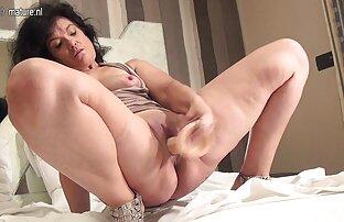 Amaterska zrela majka spremna s njom