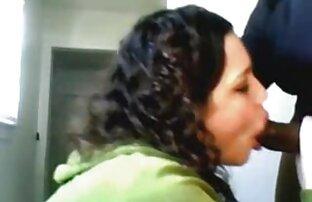 Bijela djevojka jebeno se crno kurca gola u seksi slikovnom videu