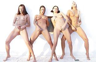 Četiri lijepe lezbijke ližu jedna drugu