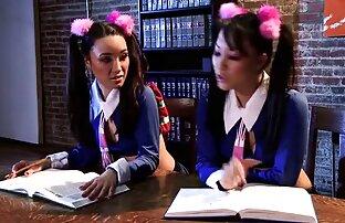 2 lijepe i seksi učenice lezbijke.