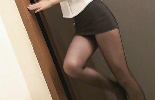 Lijepe tinejdžerke u azijskim glamurozno-seksi haljinama V8