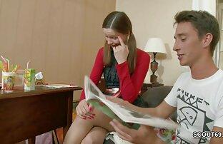 Pastorka zavodi posrkanu sestru da se ševi dok radi domaće zadatke