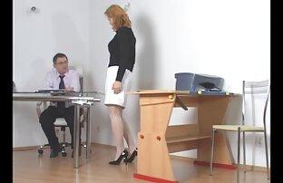 Nestašni učenik kojeg učitelj kažnjava