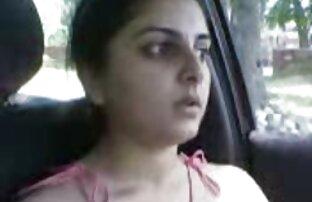 Pakistanska djevojka u autu