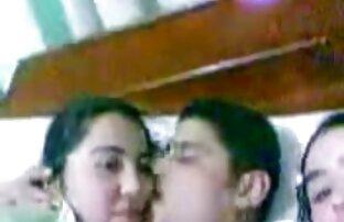 Arap poljubi dvije arapske egipćanke u krevetu