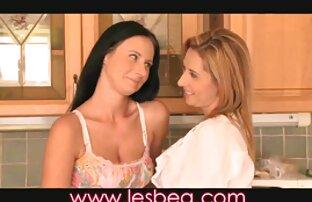 Velike sise brineta ukazivanje lezbijskog lizanja