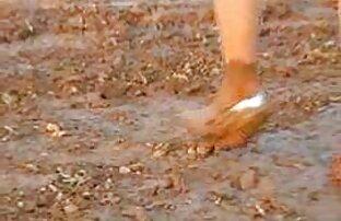 Rvanje djevojaka u blatu