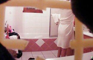 Mama špijunka u kupaonici