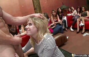 Napaljene djevojke sisaju i jebu muške striptizete