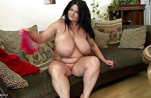 Prekrasna velika zrela mama sa savršenim zaobljenim tijelom