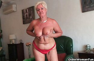 Bucmast baka s velikim sisama i bucmastom guzicom