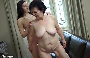 Atraktivna žena liže dlakavu staricu rodnice