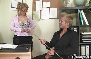 Vrući uredski seks sa zrelom kučkom