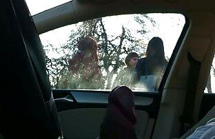 Bljesak automobila 4 djevojke na autobusnoj stanici