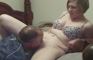 Milf supruga Cumming koristeći jezik i vibrator
