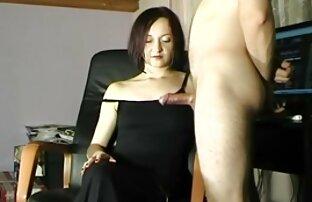Veliki cumshot na crnoj haljini Maye