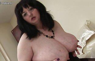 Velika britanska mama pokazuje velike sise i veliko dupe
