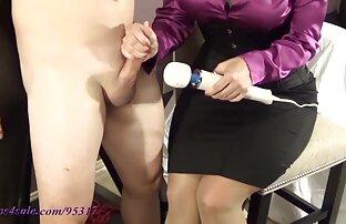 Mama se igra njegovog penisa sa svojom omiljenom igračkom! Sexy Movie Sex Video