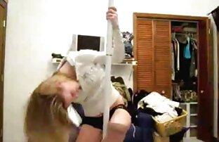 Djevojka s web kamere pleše i skida se