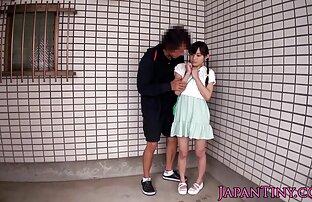 Mlada japanska beba guta spermu