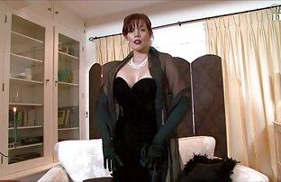 Žena, sva obučena u crno!