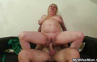 Mama gladna pijetla skače na penis svog zeta.