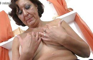 Prava baka igra se sa svojom starom mokrom macom