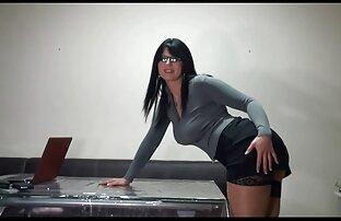 Prsata tajnica se jebe u uredu