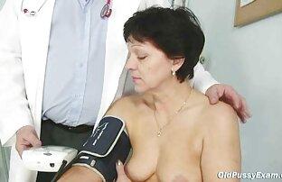 Zrela dama Eva posjećuje doktora radi zrelog pregleda